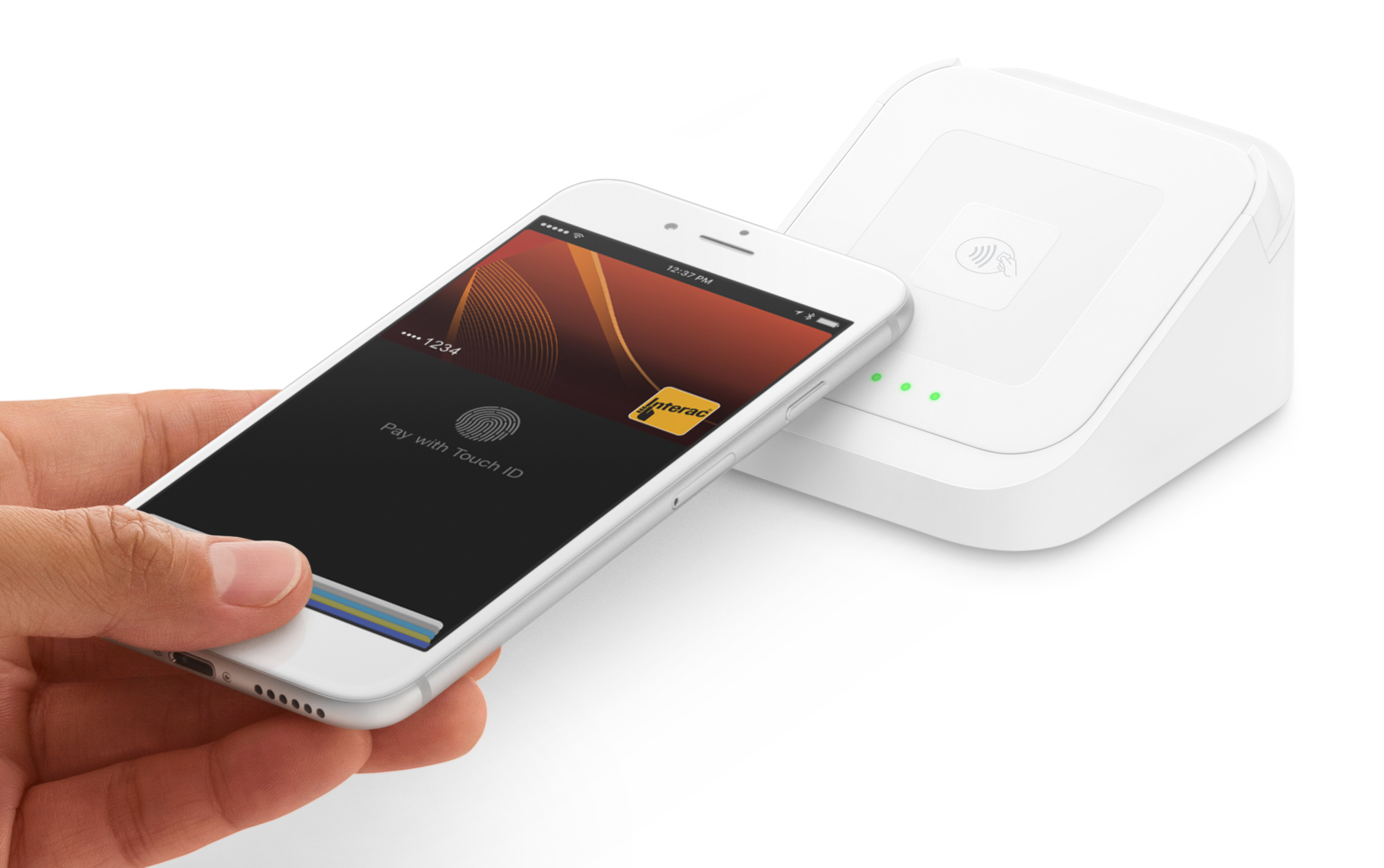 Square's contactless + chip reader accepting Apple Pay