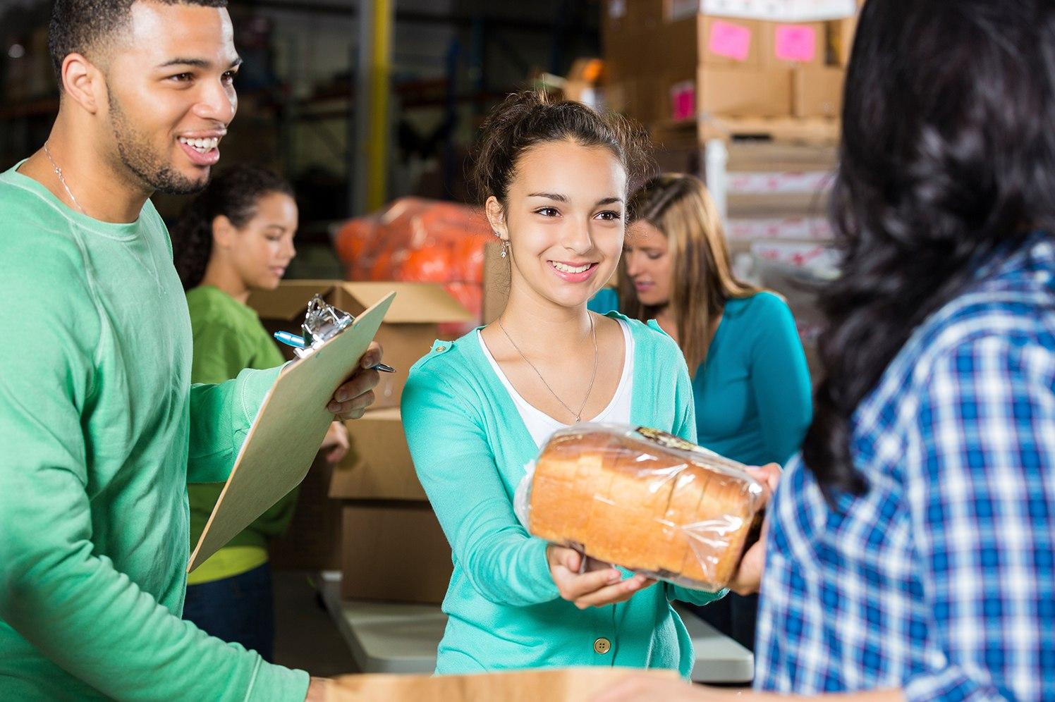 people-volunteering
